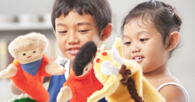 children with puppets