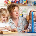 Cómo abrir un negocio de cuidado infantil en su hogar en Illinois