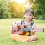 Al aire libre con niños preescolares. ¡Hagamos música!