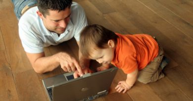 dad and child looking at laptop